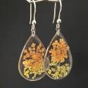 Boucles d'oreilles fleurs séchées jaune et orange en suspension gouttes argentées