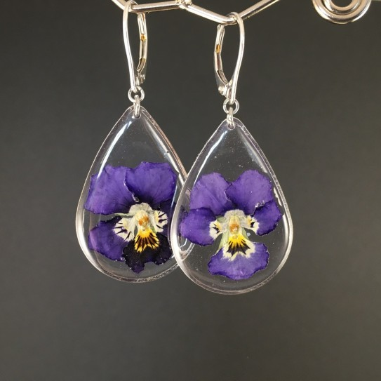 Boucles d'oreilles fleurs de pensées mauves en suspension gouttes argentées