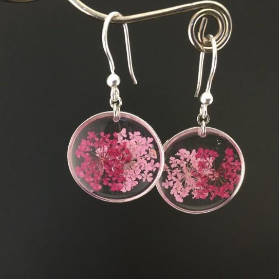 Boucles d'oreilles fleurs rose et fuchsia en suspension cercles argentées