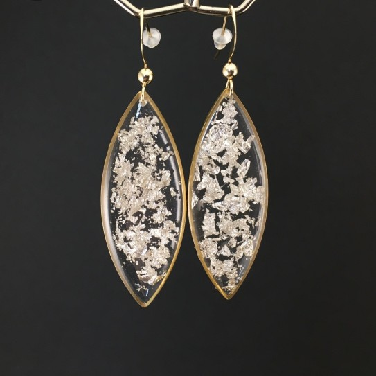 Boucles d'oreilles fragments de feuille d'argent en suspension navettes dorées