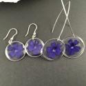 Boucles d'oreilles fleurs de verveine bleue en suspension disques argentés