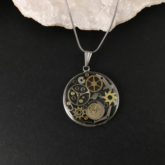 Pendentif steampunk engrenages de montre en suspension cercle argenté