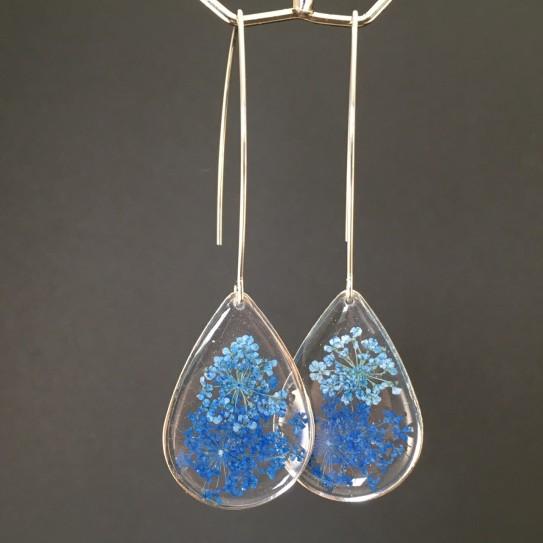 Boucles d'oreilles fleurs bleues en suspension gouttes argentées