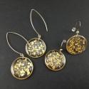 Boucles d'oreilles dorées fragments de feuille d'or en suspension cercles dorés