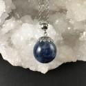 Pendentif cyanite bleue en inclusion bulle de résine