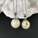 Pendentif perles d'eau douce incluses en résine, collier acier