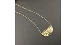 Pendentif fragments de feuilles d'or en suspension demi-lune doré