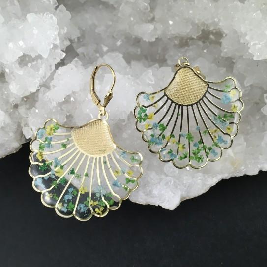 Boucles d'oreilles «Zoé» dorées fleuries camaïeu vert