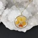 Collier doré médaillon fleur de pensée couleur au choix