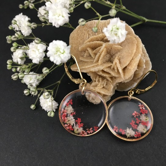 Boucles d'oreilles dorées, disque résine inclusion petites fleurs feuille d'or, et feuille d'argent
